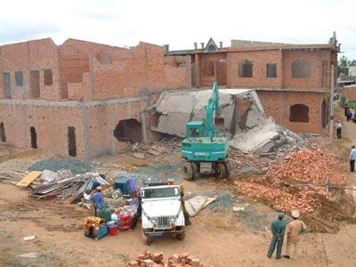 Mức phạt đối với việc xây nhà khi chưa làm thủ tục sang tên đất