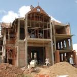 Cho hàng xóm mượn tường xây nhà, đang thi công muốn đòi lại được không?
