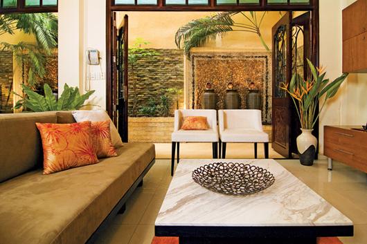 Cửa lớn hoặc vách kính rộng lấy sáng, tầm nhìn ra ngoài là nét đặc trưng trong thiết kế biệt thự
