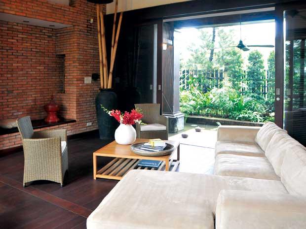 Phòng khách mộc mạc với các mòn đồ nội thất gần gũi
