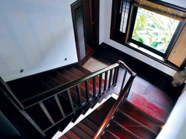 Thiết kế cầu thang gỗ tự nhiên