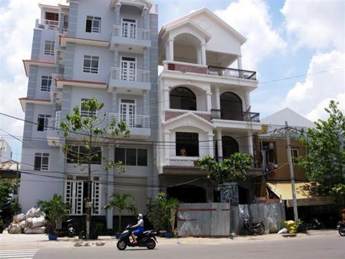 Hộ gia đình được tự tổ chức thiết kế và phải chịu trách nhiệm về an toàn của công trình và các công trình lân cận