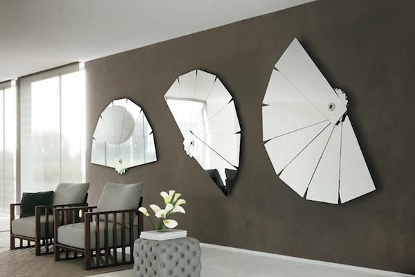 Phòng khách hiện đại với những chiếc gương trang trí được decor dộc đáo