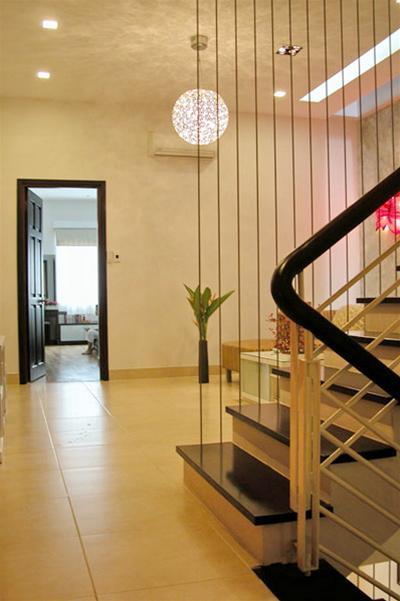 Không nên thiết kế cửa chính đối diện cầu thang