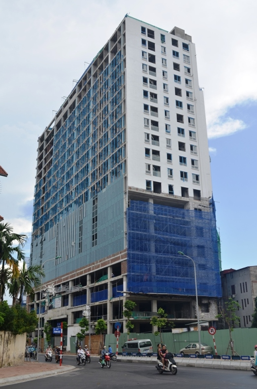 UBND TP Hà Nội yêu cầu chủ đầu tư xây dựng tòa nhà 8B Lê Trực tháo dỡ ngay các tầng xây dựng sai phép